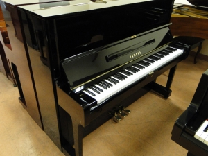 Yamaha U1 upright piano 33